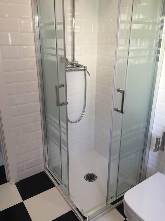 Mampara en baño de vivienda