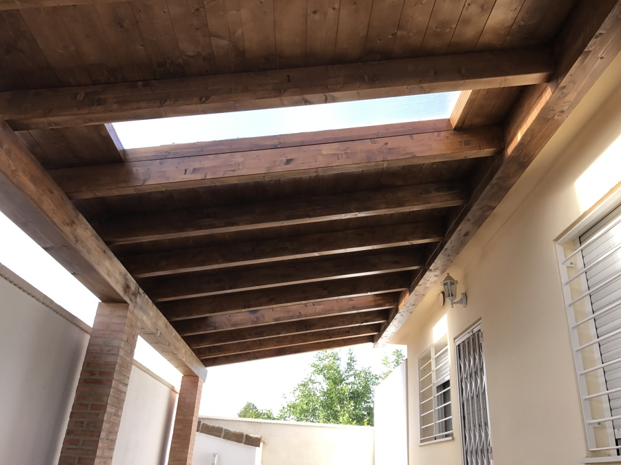 Tragaluz en cubierta de madera