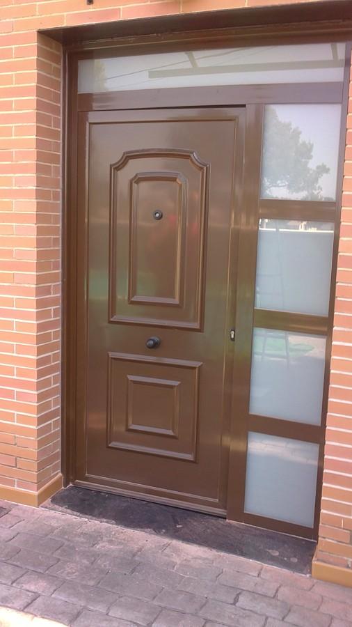 Foto puerta vivienda de decoral barna sl 817753 for Puertas para vivienda