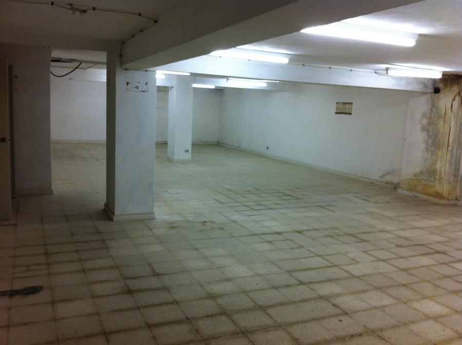 Foto locales naves pisos garajes de monreal seguros y for Pisos decoracion garajes