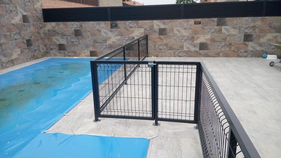 10 Cerramiento piscina.jpg