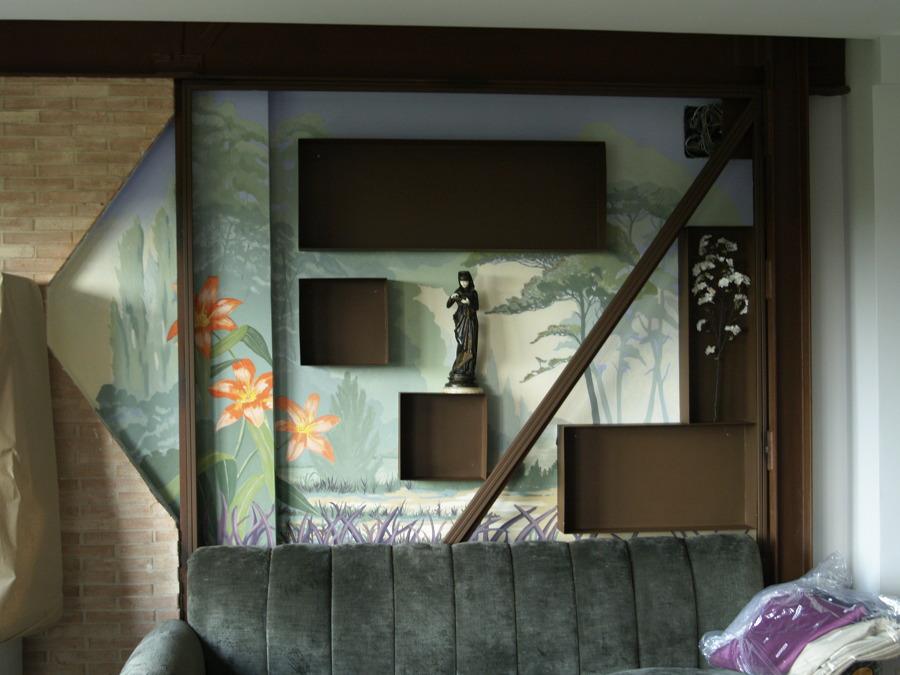 mural pintado con cajas de hierro