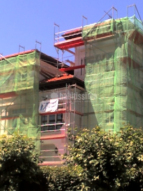 Foto rehabilitaci n fachadas tejados pintores de for Tejados y fachadas vizcaya