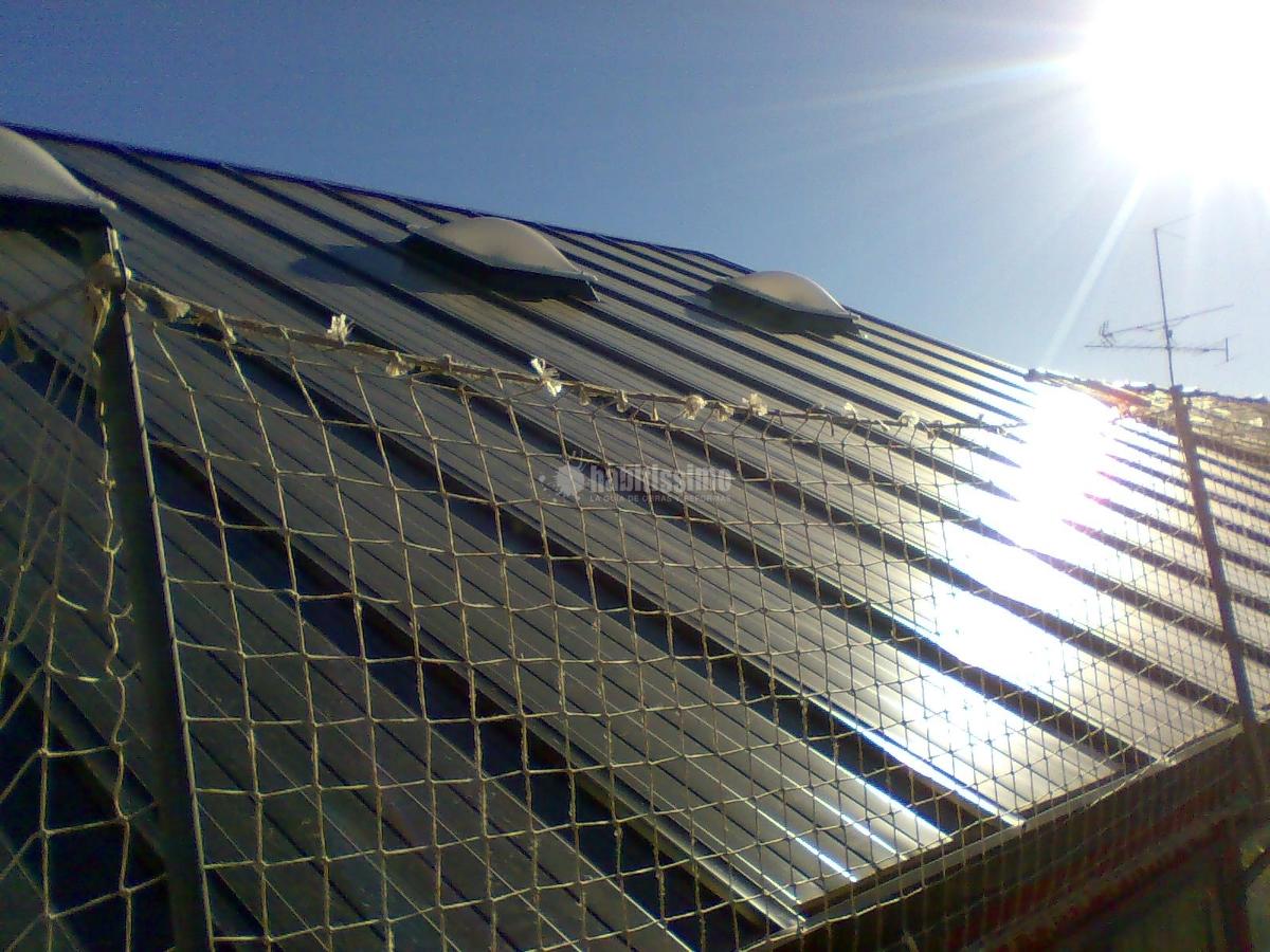 Foto cerramientos tejados obras reformas de montajes for Piscina laracha