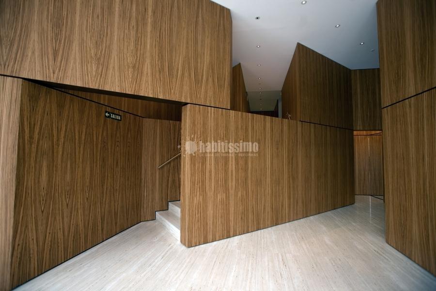 Foto revestimientos interiores en madera natural de - Revestimiento de madera para paredes interiores ...