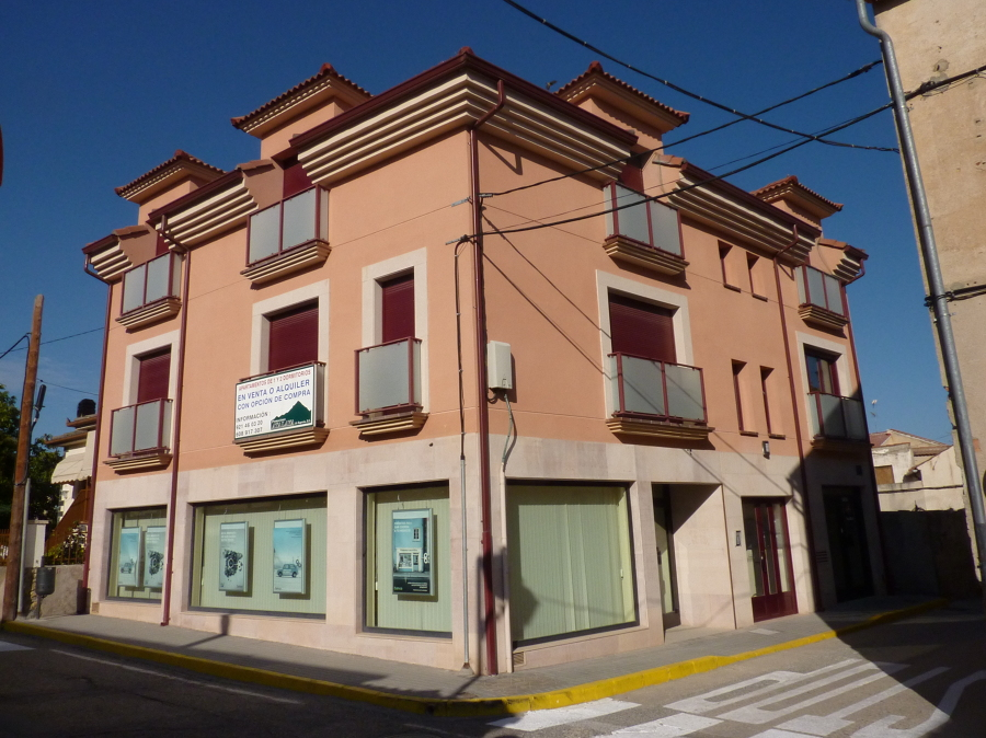 Promoción de 5 viviendas, locales y trasteros