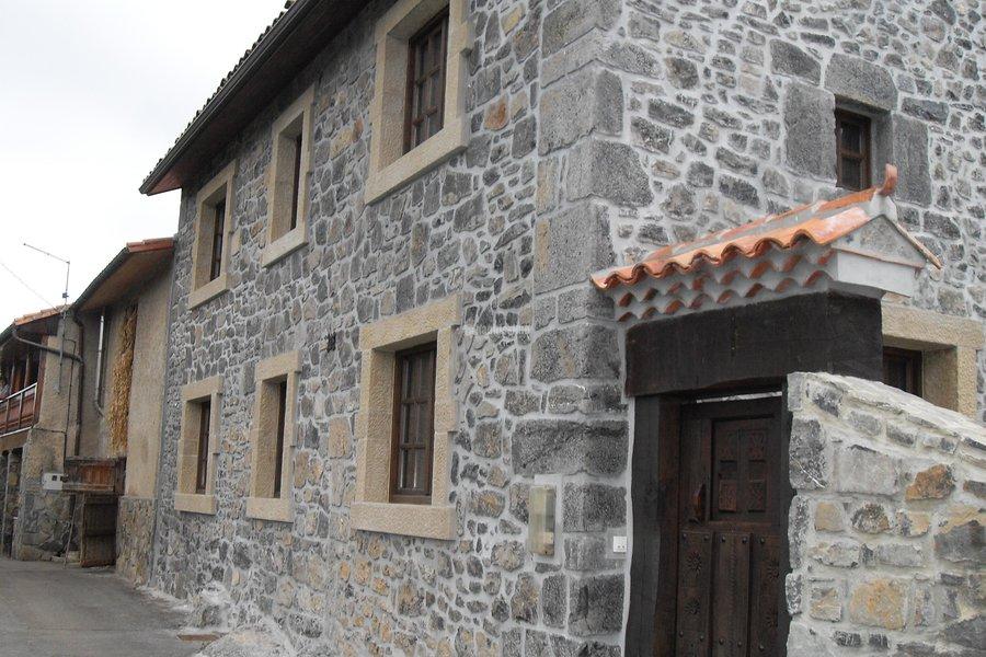 Foto rehabilitaci n fachadas colocacion piedra construcciones reformas de const y reformas - Rehabilitacion de casas ...