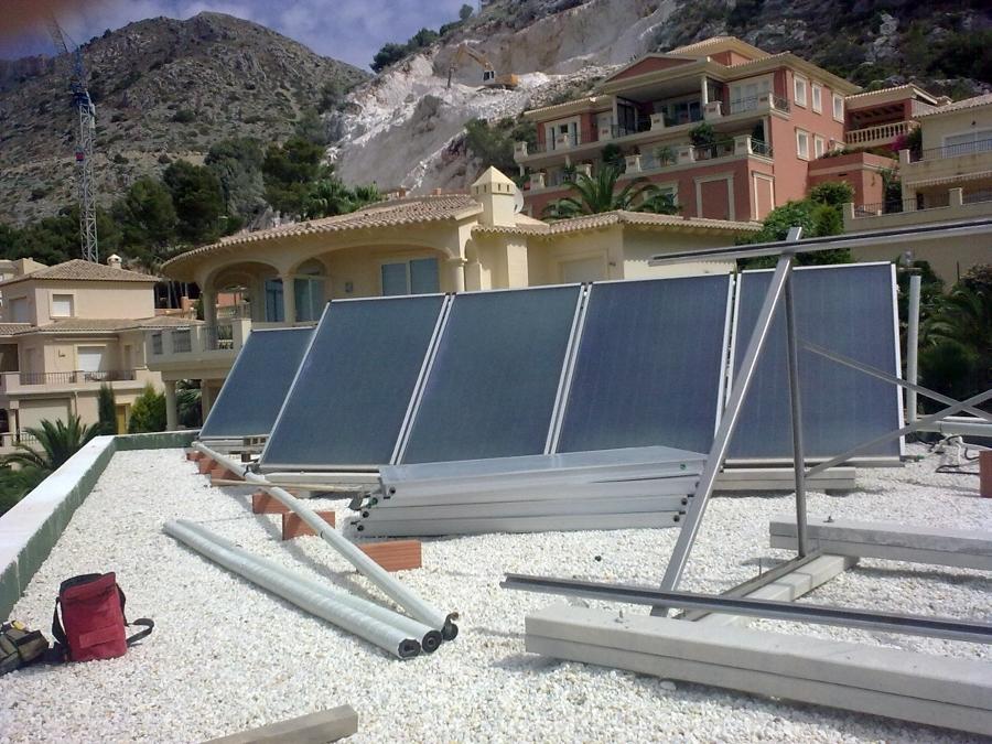 12 paneles para ACS, apoyo a calefacción.