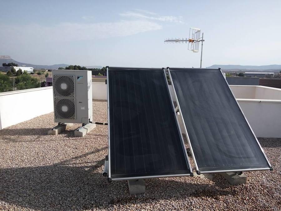 Foto placas solares de d poveda climatizacion 1282717 for Placas solares barcelona