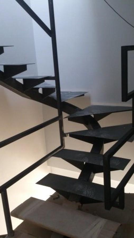 escalera metálica acceso 2ª planta