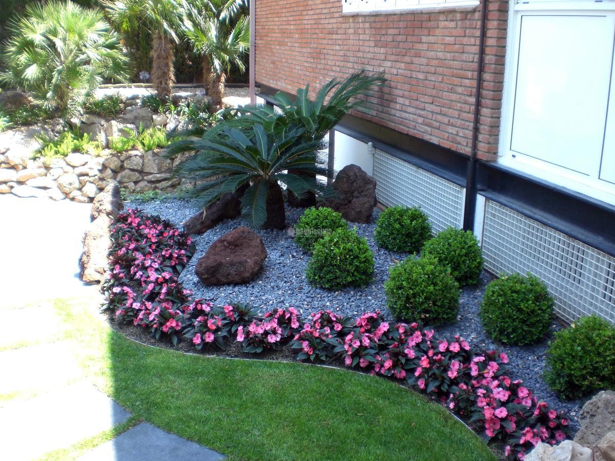Foto paisajistas t cnicos jardineros de jardineria - Paisajismo minimalista ...