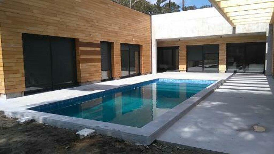 Patio y piscina