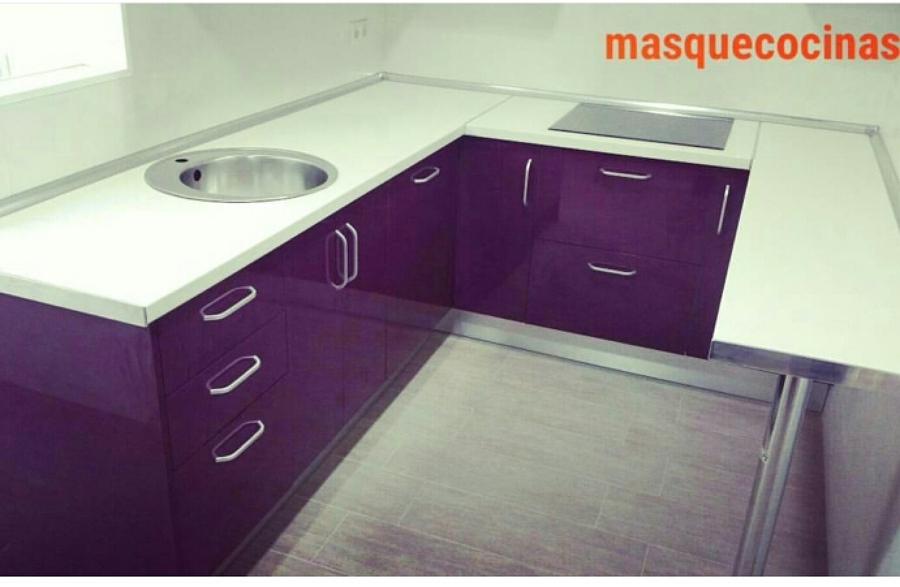 Foto cocina color berenjena de masquecocinas 1317896 - Montadores de cocinas ...