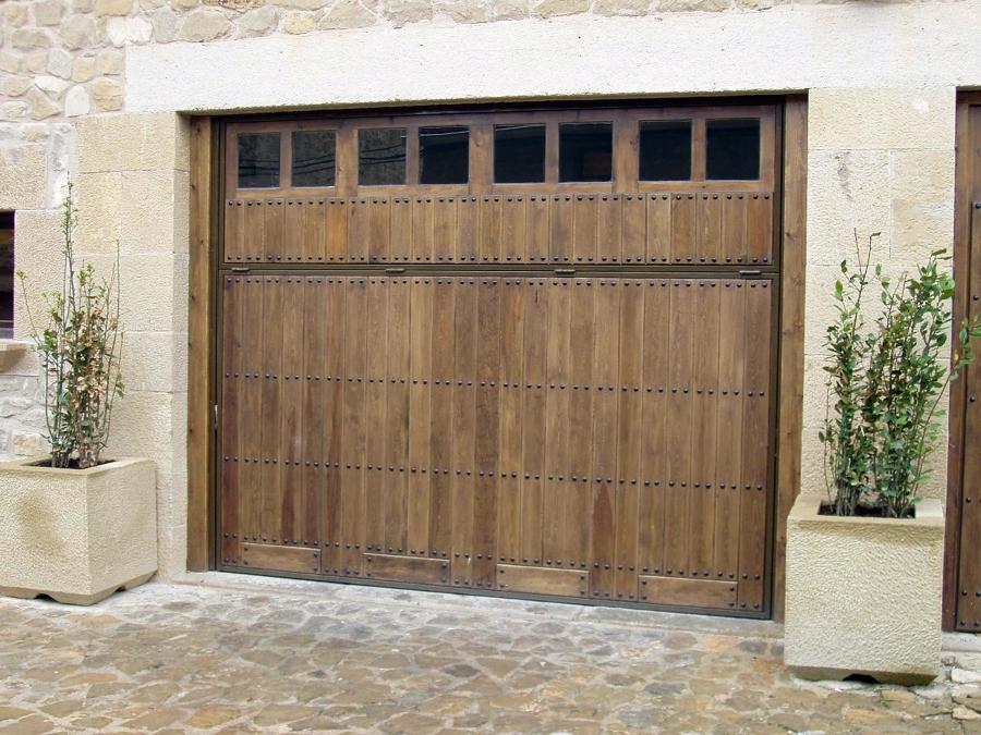 16- Puerta acceso garaje