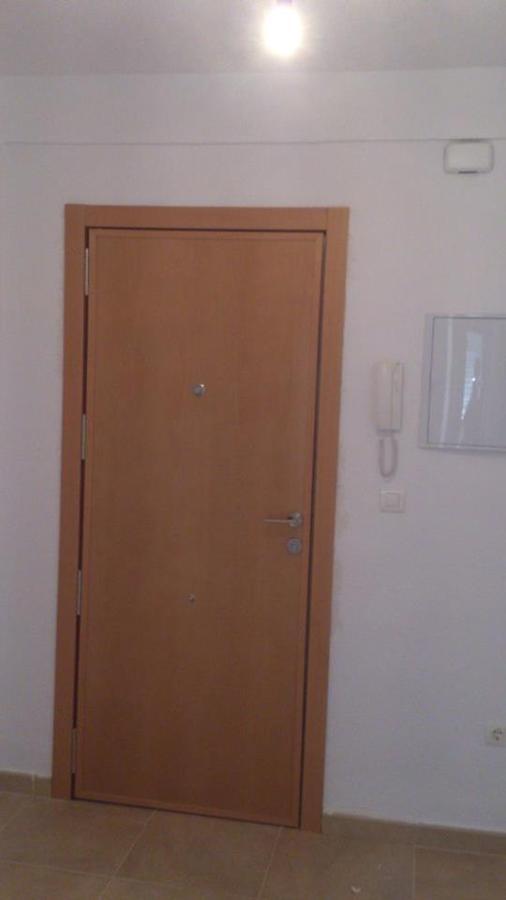 Foto puerta acceso a vivienda cara interior de jvh for Puertas vivienda interior