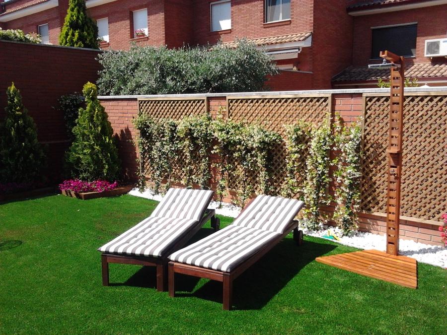 Jardín patio interior sostenible.