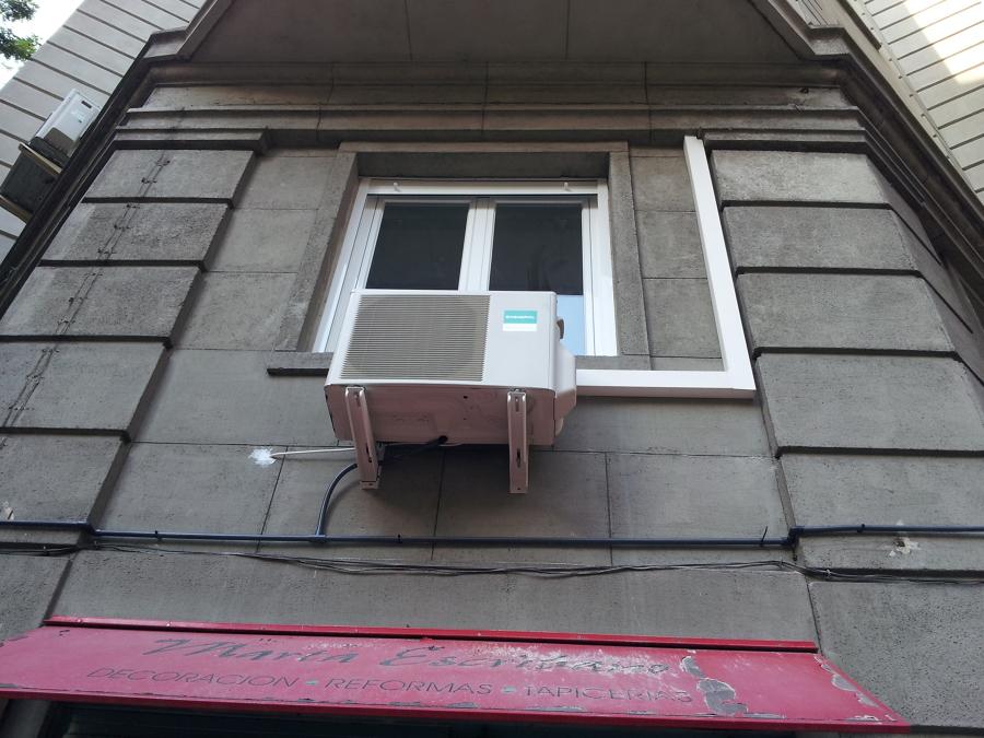 Instalación de máquina exterior en domicilio particular