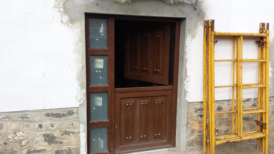 Puerta de entrada de pvc rustica