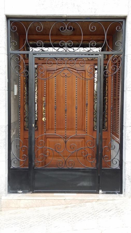 puerta con fijos artesanal