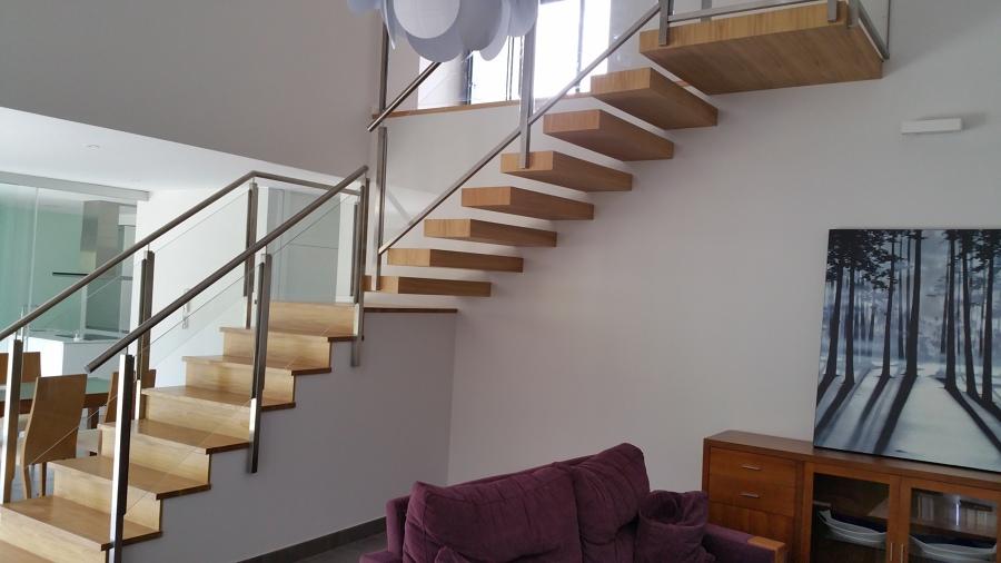 Foto escalera suspendida de garal s l 1281638 habitissimo for Escaleras suspendidas