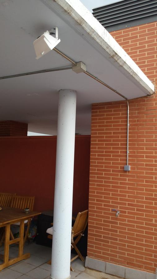 Foto colocacion enchufes en exterior de electricidad for Enchufes para exterior