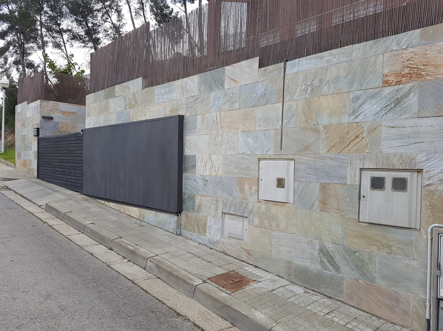 foto azulejos de exterior de piedra natural de montcasa