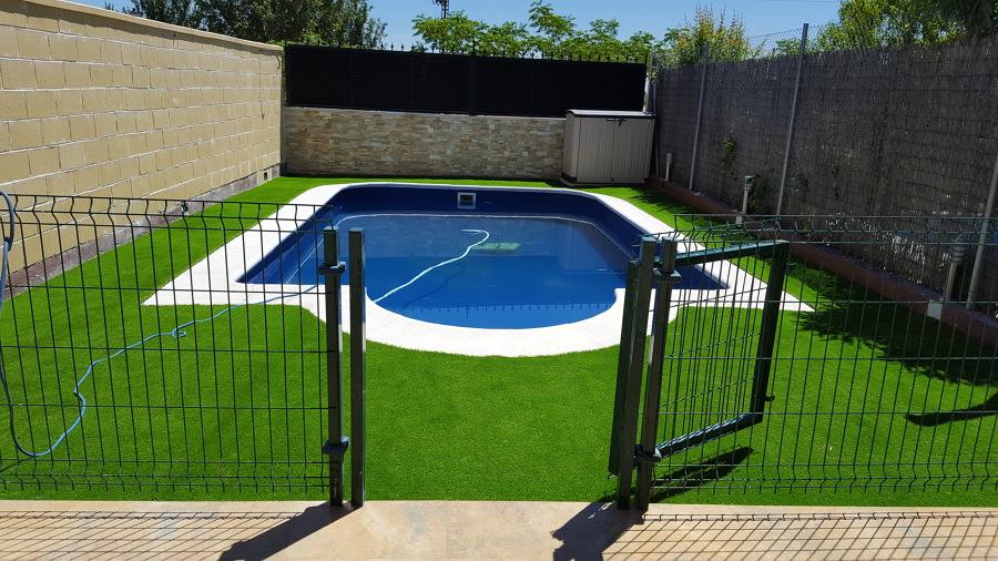 Instalación de 60m2 en perímetro de piscina