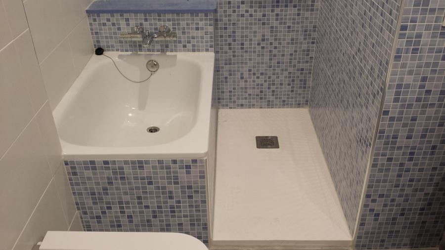 Colocación de bañera y plato de ducha en el mismo espacio