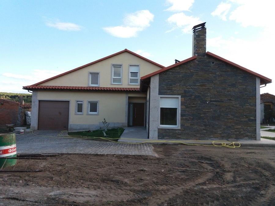 Casa moderna y con piedra natural