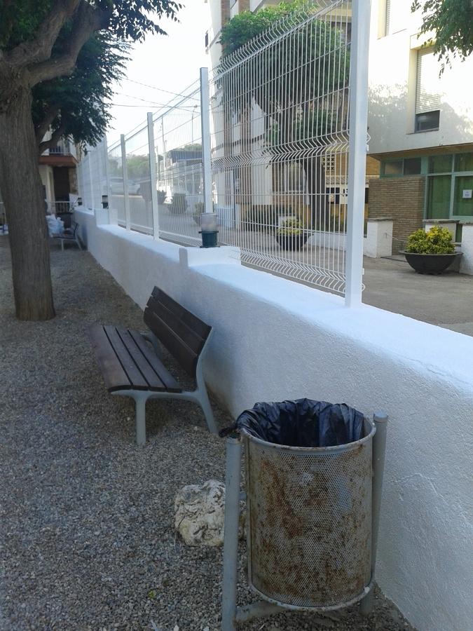 Arreglo de muro y colocacion de valla