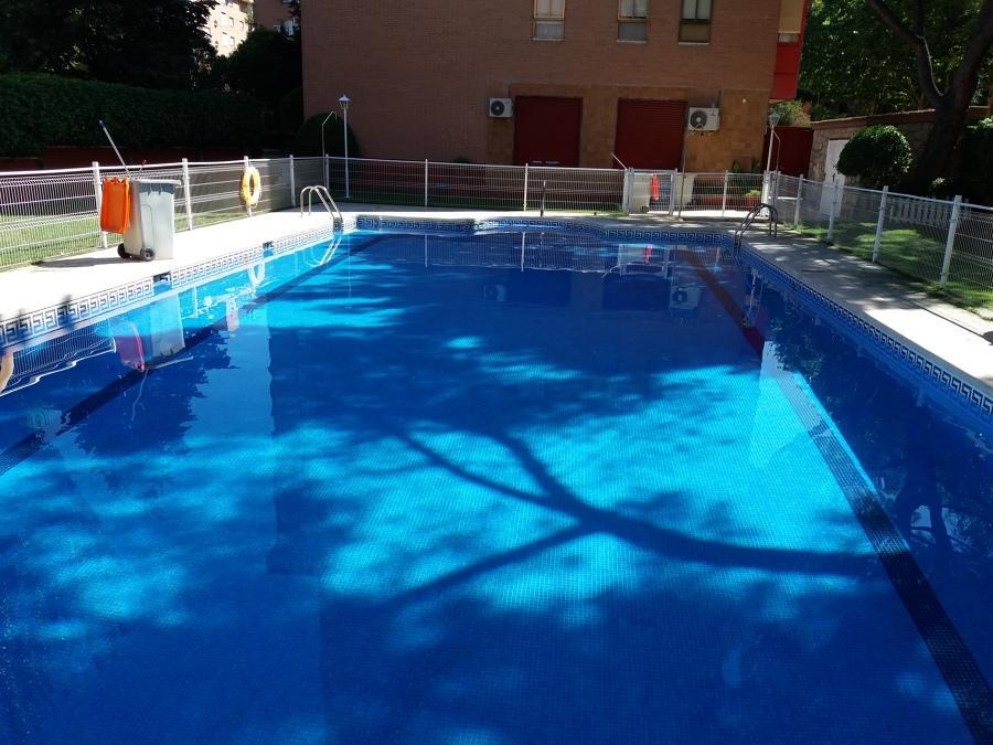 Mantenimiento de piscina comunitaria