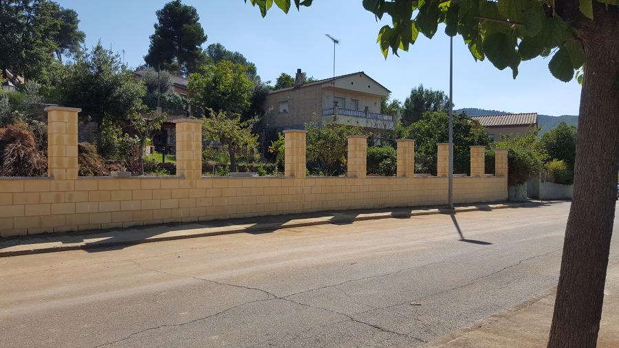 Muro de bloque hormigón armado a cara vista