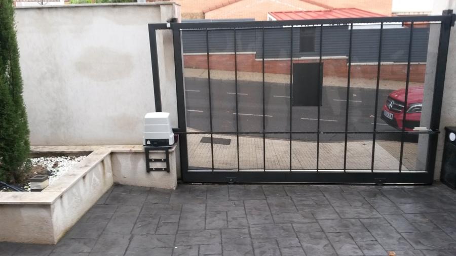 Motorización e instalación de puerta
