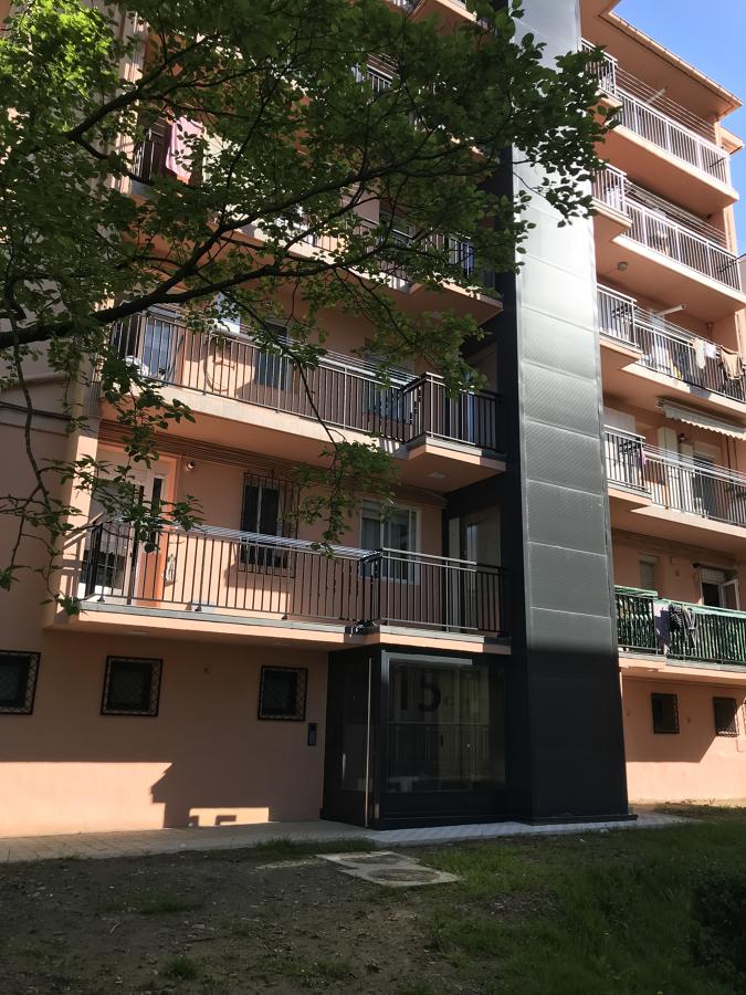 Instalación de ascensor por el exterior con acceso a balcones
