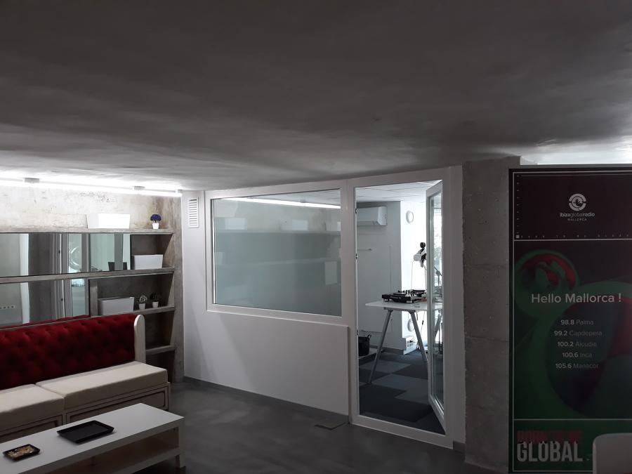 Adecuación de las nuevas oficinas y estudio de la emisora de radio IBIZA GLOBAL RADIO en Mallorca.