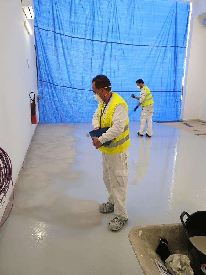 Pintado y reparacion de suelo epoxy