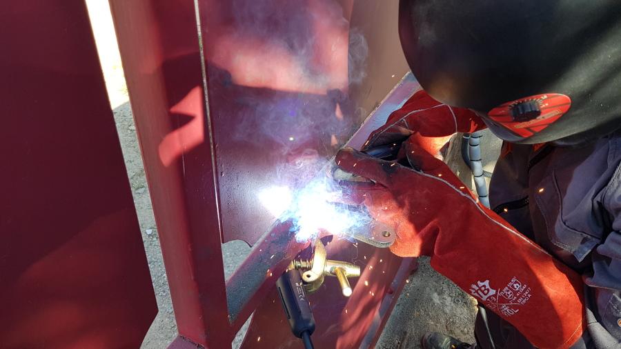 Instalacion de motor de puerta abatible (soldadura de anclajes)