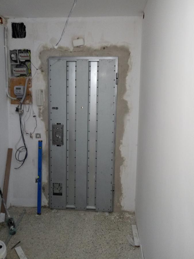 Colocacion de puerta acorazada