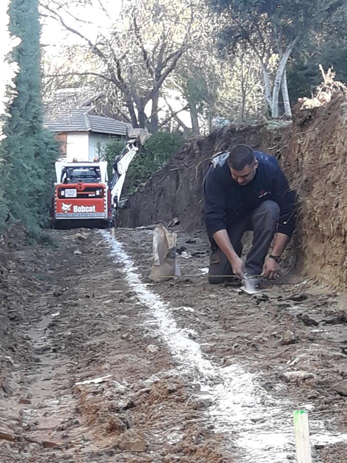 Marcado y apertura de cimentación para muro de contención