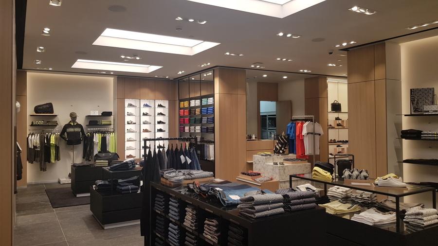 Vista general de tienda de ropa
