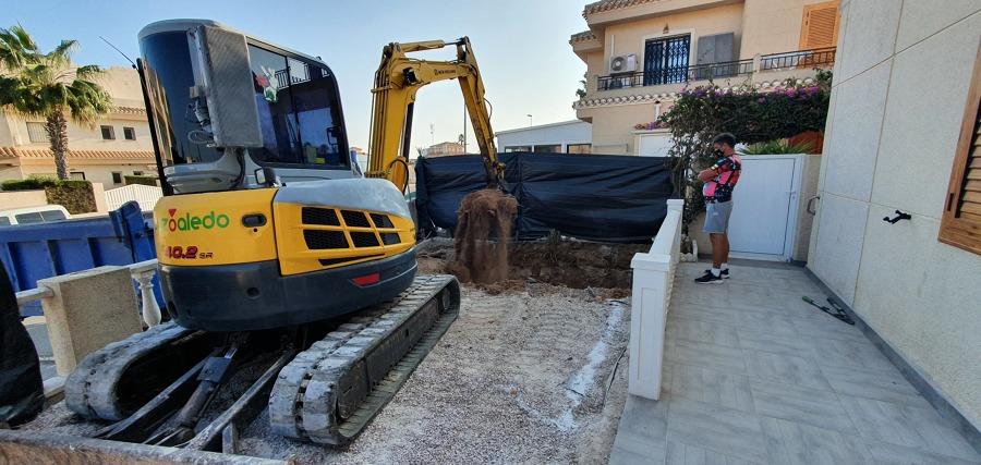 Trabajo de escavasion del hueco de una piscina de 5 x 4