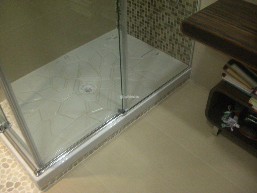 Foto: baño zen con porcelánico gran formato , piedras y cristales ...