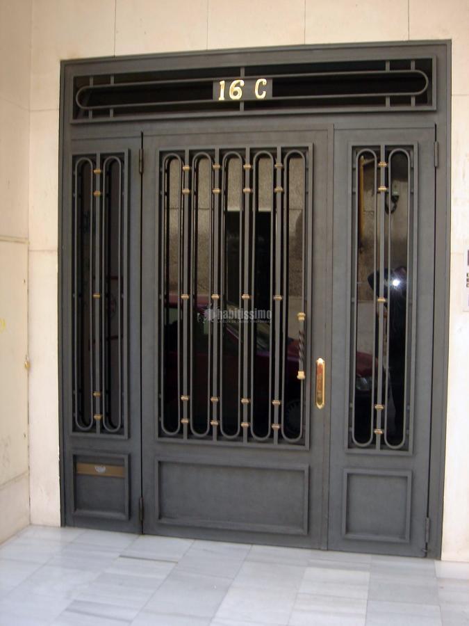 Foto carpinter a met lica puertas autom ticas for Fotos de puertas metalicas modernas