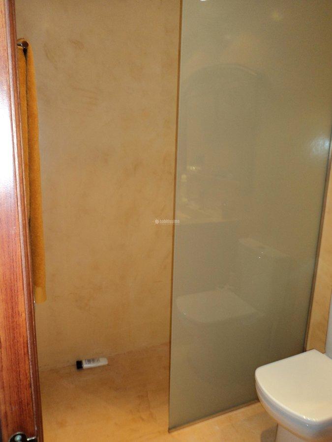 microcemento en paredes de ducha y suelos