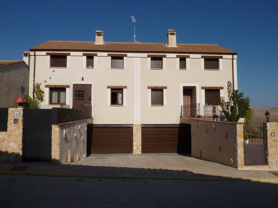 2 viviendas unifamiliares pareadas