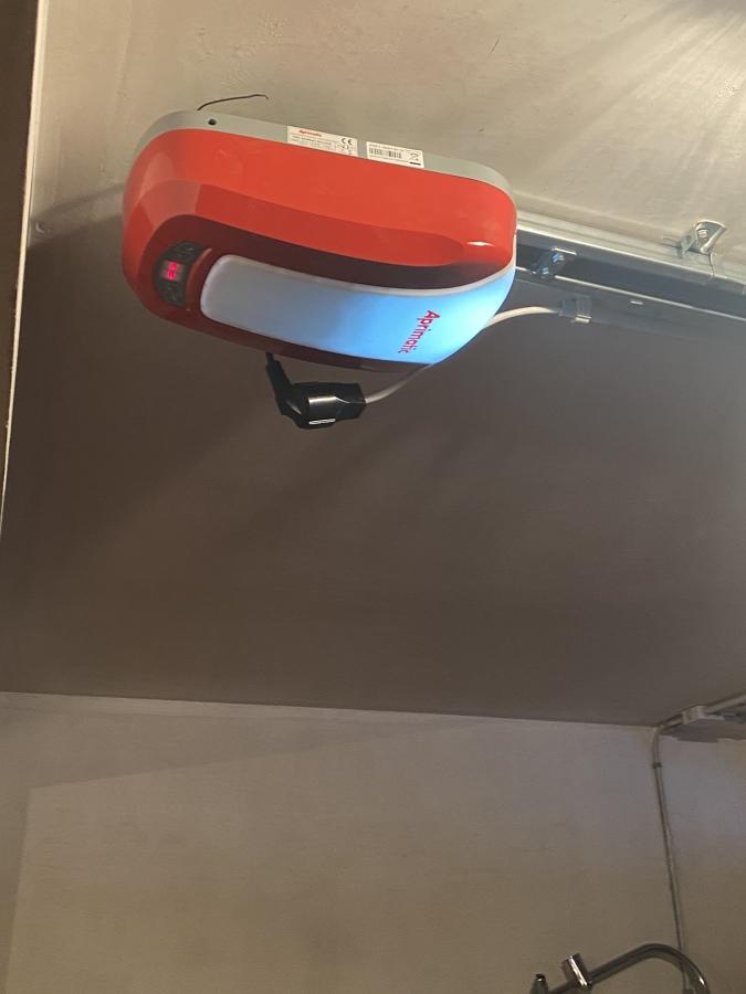 Motor puerta garaje
