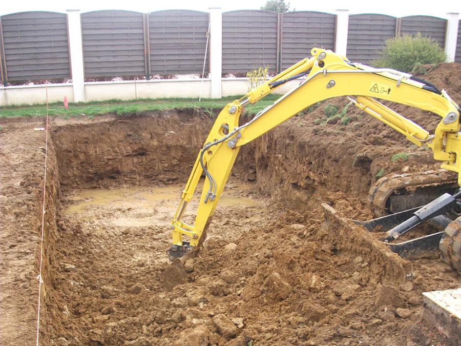 Excavación para realización de piscina