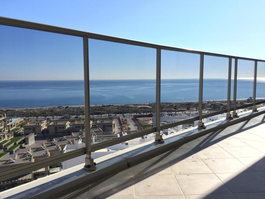 Limpieza cristales balcón de vivienda