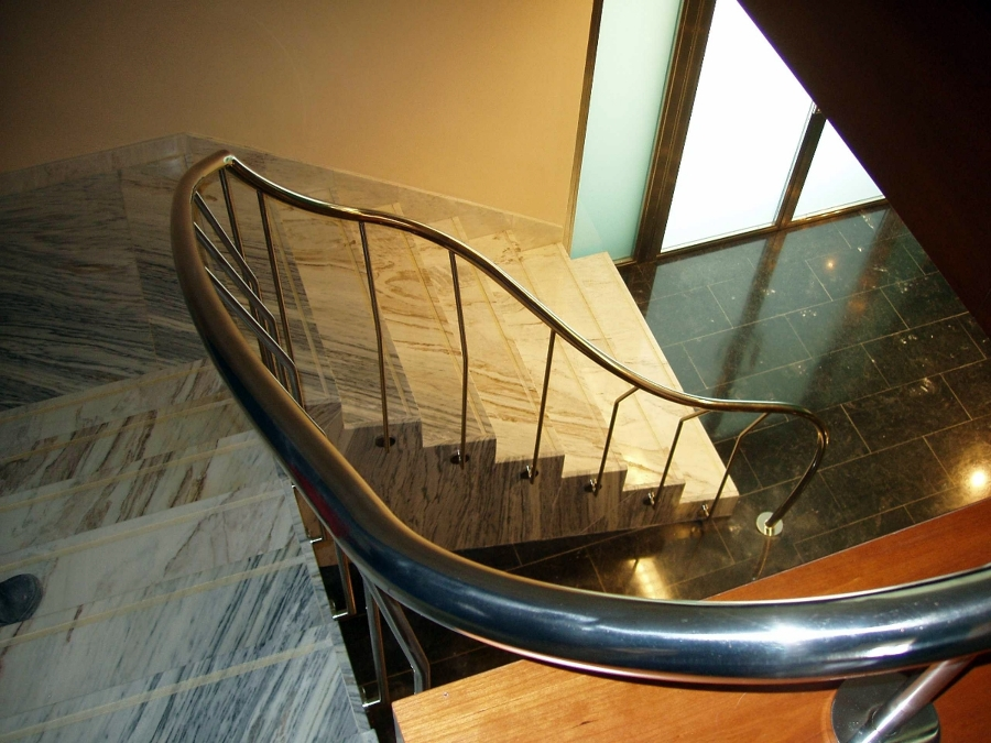 3- Escalera acero inoxidable