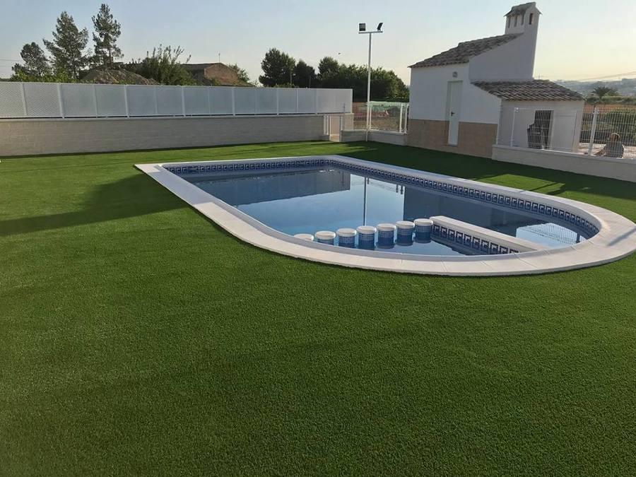 Puesta a punto de jardín y piscina.